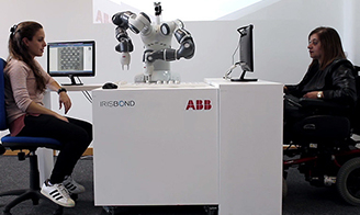 ABB cooperates with Irisbond to invent the eye control robot, making paralytics play chess with eyes