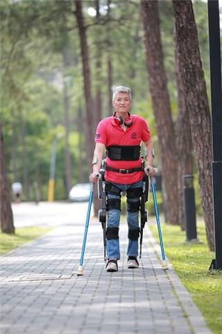 下肢外骨骼机器人-2018中国国际福祉博览会暨中国国际雷火官网博览会